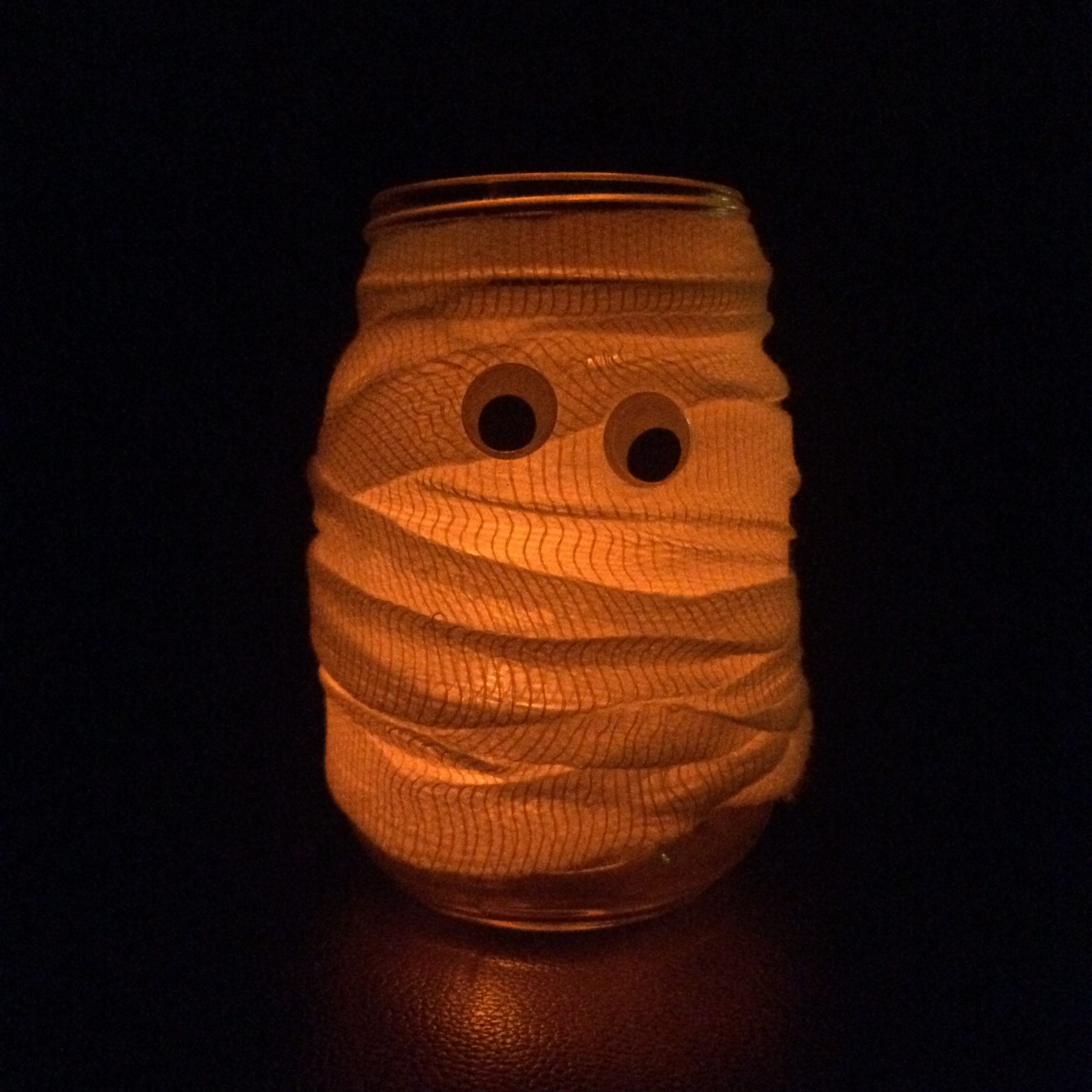 mummy-mason-jar-candle